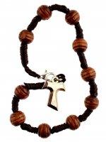 Bracciale decina in corda con grani in legno e tau in metallo