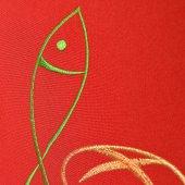 Immagine di 'Stola rossa con ricamo policromo a croce con pesce e pane'