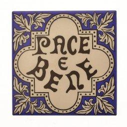 """Copertina di 'Piastrellina da appendere """"Pace e bene"""" su sfondo blu'"""