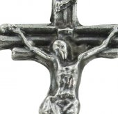 Immagine di 'Croce tre tronchi con Cristo riportato in metallo ossidato - 2,5 cm'