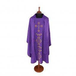 Copertina di 'Casula viola con ricco ricamo a croce'